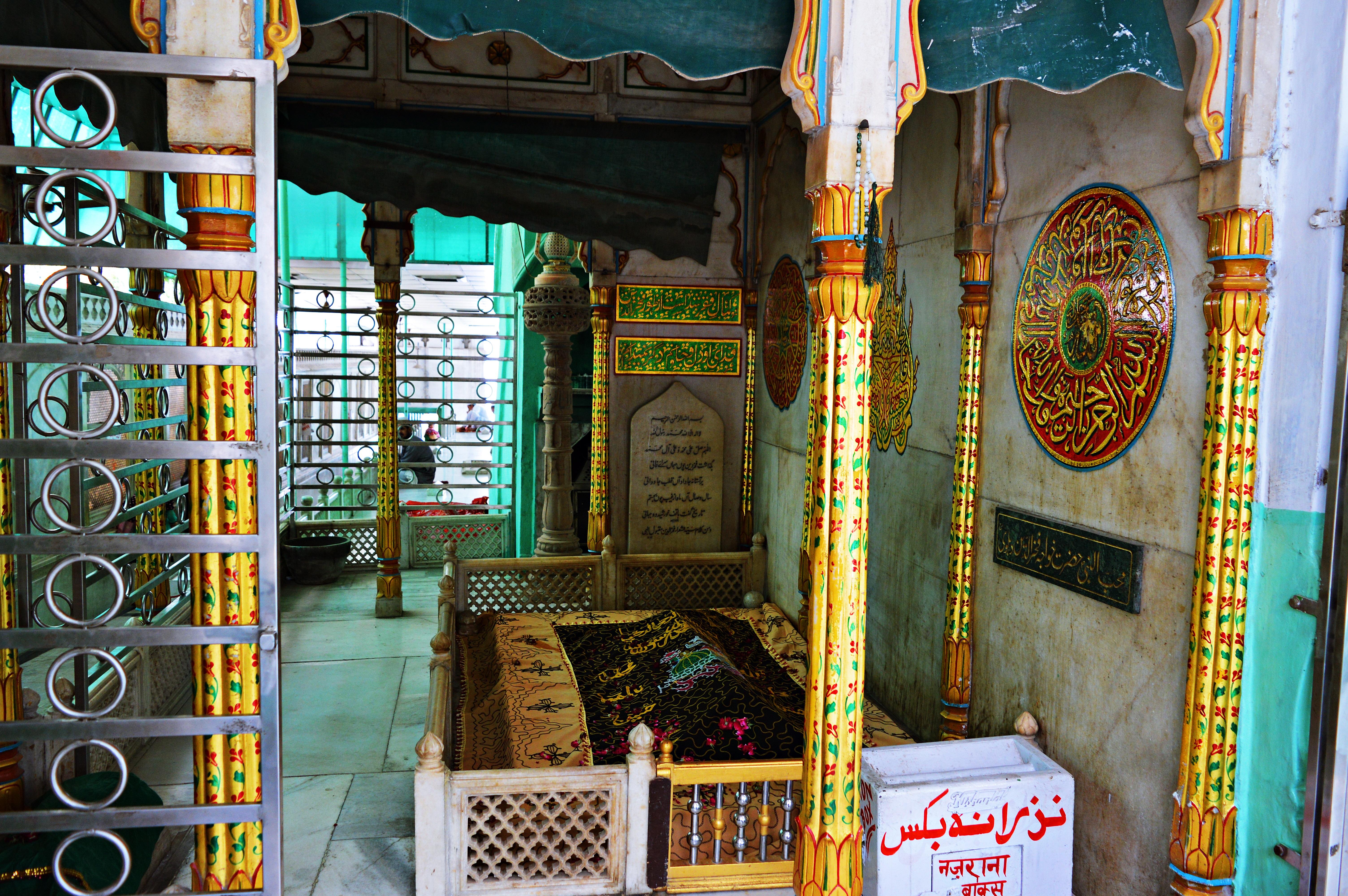 Grave-MaulanaFakhruddin