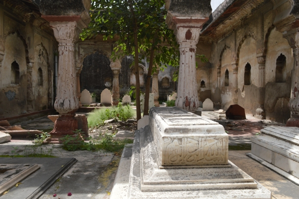 Grave-Nawabs-Loharu1
